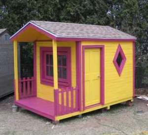 Adorable child's playhouse made of pallets